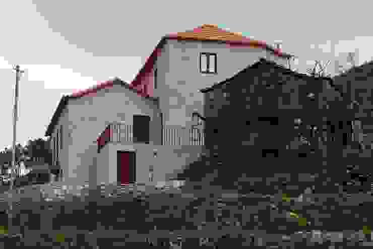 Casa de Campo na Aldeia da Felgueira Casas campestres por André Eduardo Tavares Arquitecto Campestre