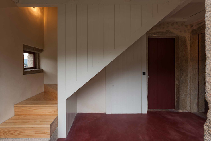 Casa de Campo na Aldeia da Felgueira Corredores, halls e escadas campestres por André Eduardo Tavares Arquitecto Campestre