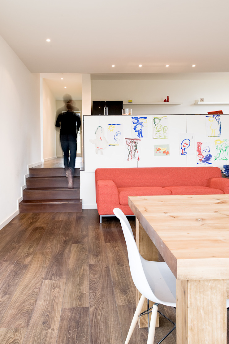 Family room looking to kitchen The Chase Architecture Їдальня Дерево Білий