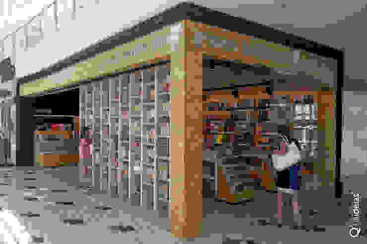 Q'riaideias Oficinas y tiendas de estilo moderno Tableros de virutas orientadas Acabado en madera