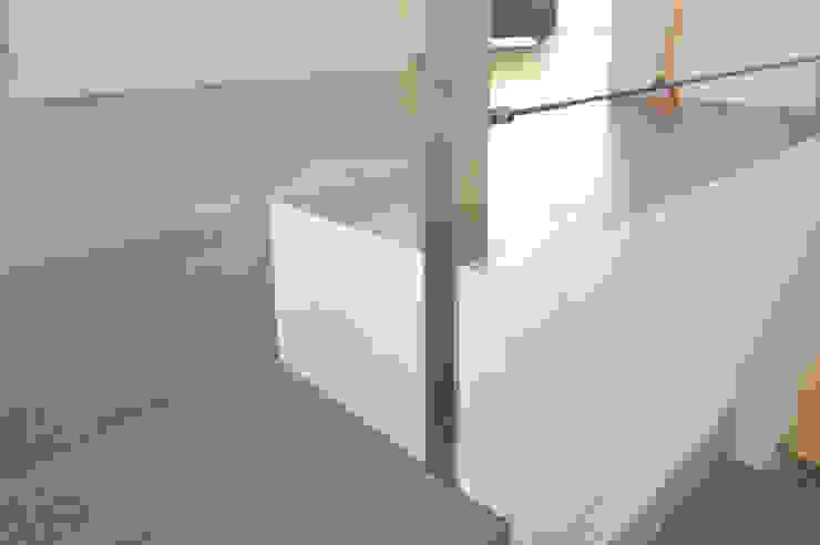 EMMEDUE di Ferruccio Mattiello Moderne Wände & Böden Holz