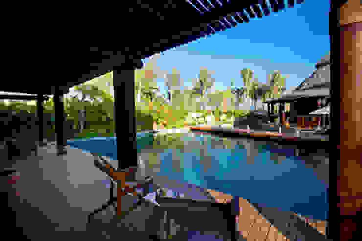 Casa Siete Balcones y terrazas tropicales de BR ARQUITECTOS Tropical