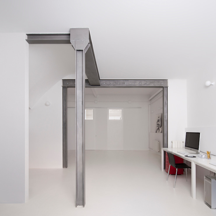 Study/office by manrique planas arquitectes, Industrial