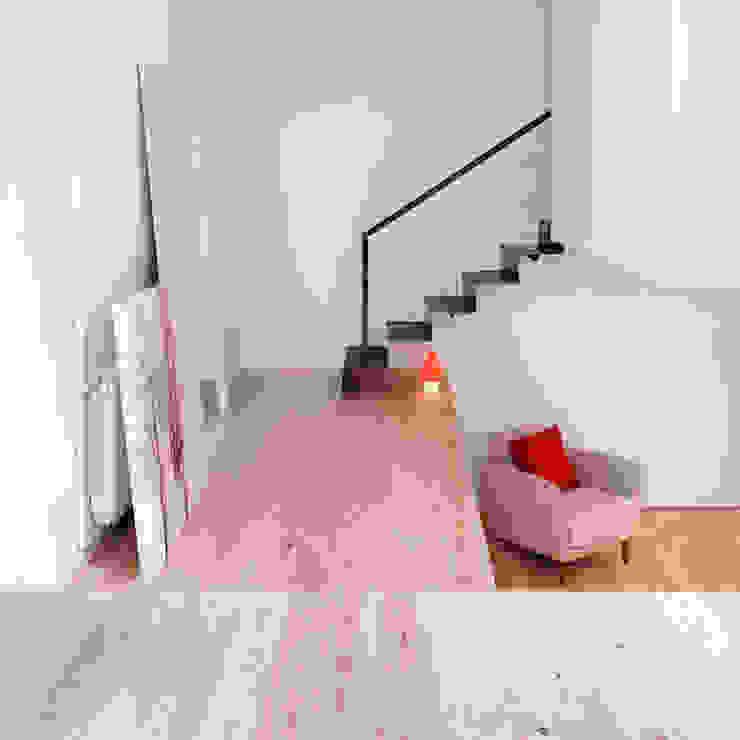 manrique planas arquitectes Pasillos, vestíbulos y escaleras de estilo escandinavo