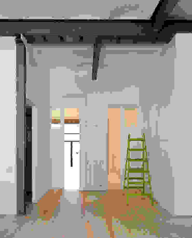 manrique planas arquitectes Pasillos, vestíbulos y escaleras industriales