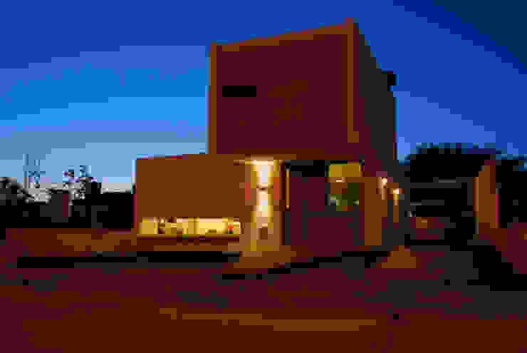 Casa en Manatiales – Casa del músico Yates y jets modernos: Ideas, imágenes y decoración de barqs bisio arquitectos Moderno