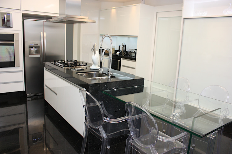 Leticia Prodocimo - LPA ARQUITETURA KitchenTables & chairs Glass Transparent