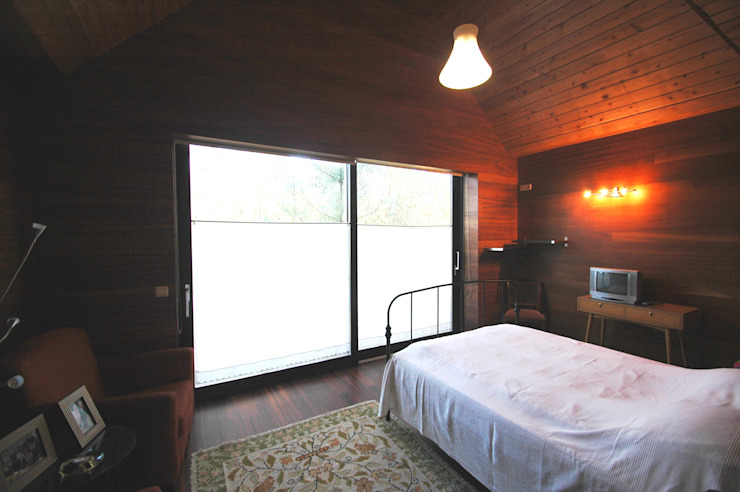 Rustic style bedroom by NORMA | Nova Arquitectura em Madeira (New Architecture in Wood) Rustic Solid Wood Multicolored