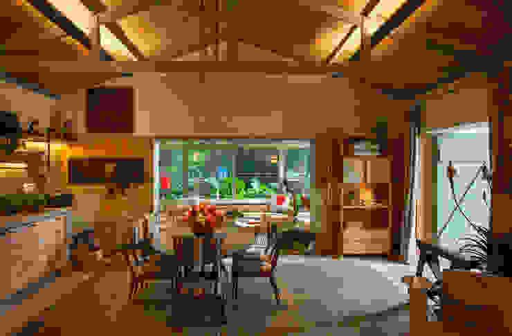 Гостиная в тропическом стиле от Marina Linhares Decoração de Interiores Тропический