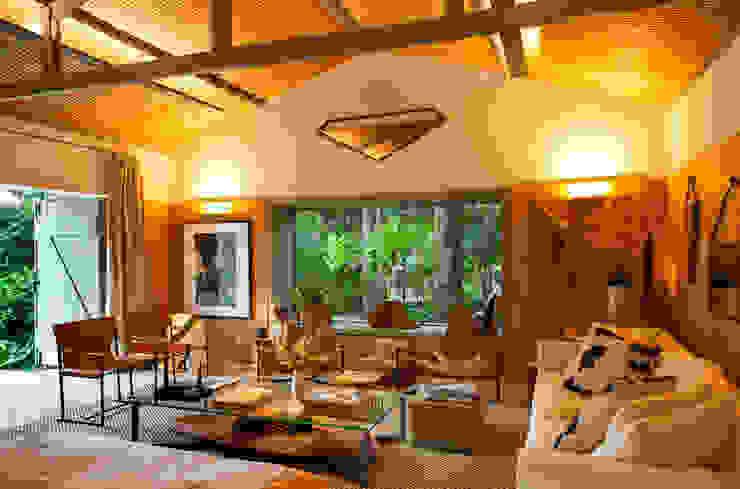 Casa Cor 2015/ A Casa da Gente Marina Linhares Decoração de Interiores Salas de estar tropicais