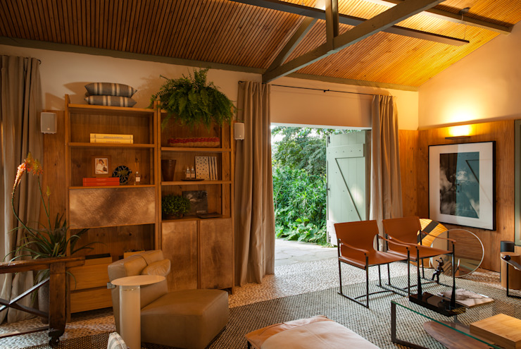 Salones tropicales de Marina Linhares Decoração de Interiores Tropical