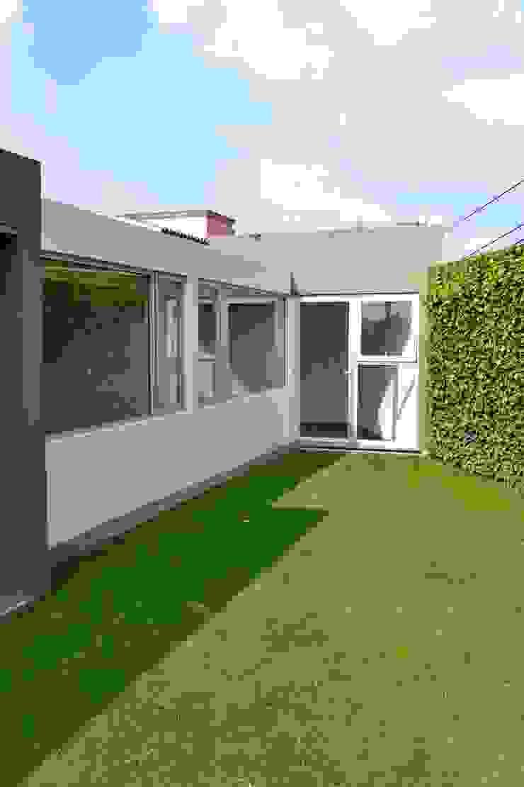 Lomas de Tecamachalco Casas modernas de H + M Arquitectos Moderno