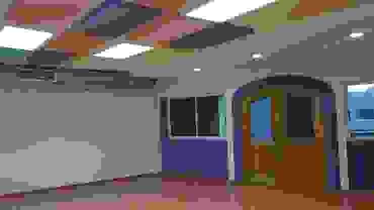Modern walls & floors by VIVAinteriores Modern