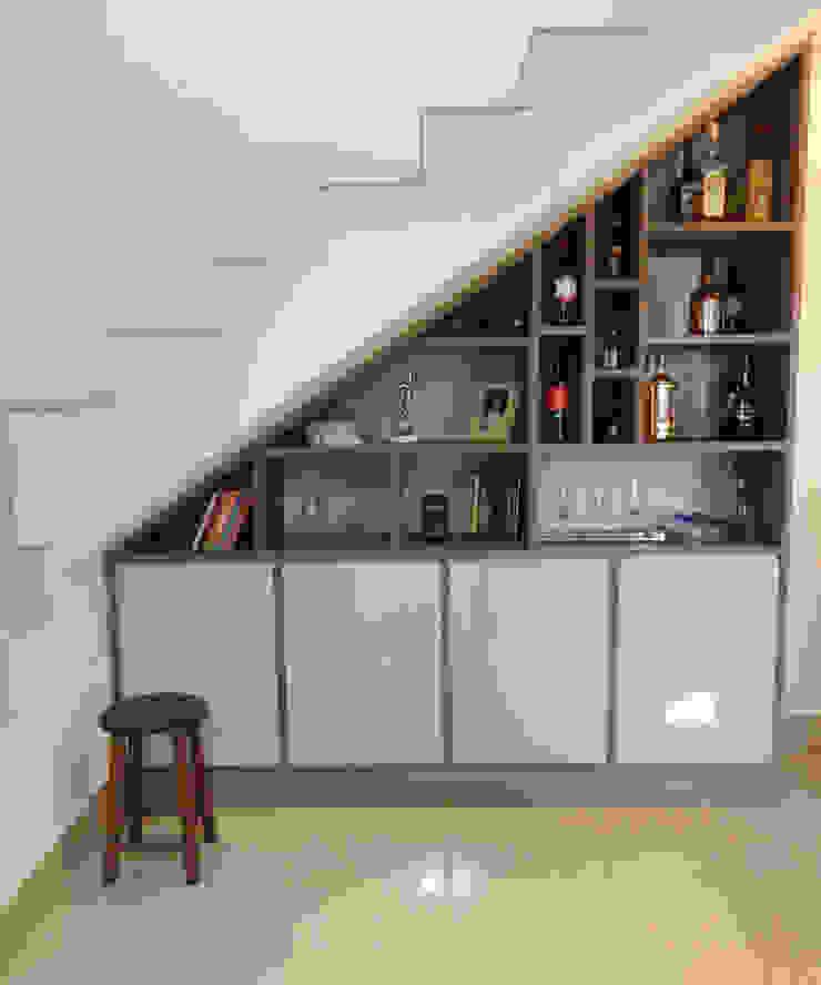 Dois Ambientes Corredores, halls e escadas modernos por Odete Brito Moderno