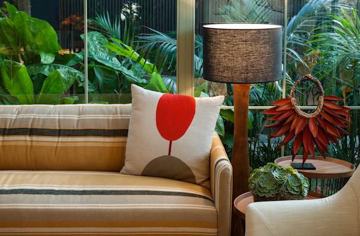 Tropical style living room by Marina Linhares Decoração de Interiores Tropical