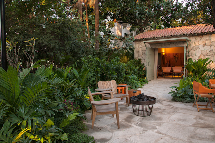 Jardines de estilo  por Marina Linhares Decoração de Interiores, Tropical