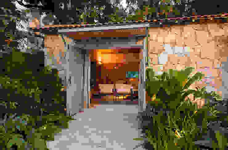 Jardin de style  par Marina Linhares Decoração de Interiores, Tropical