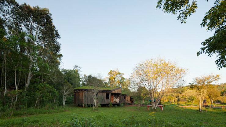 Country style garden by IR arquitectura Country Solid Wood Multicolored