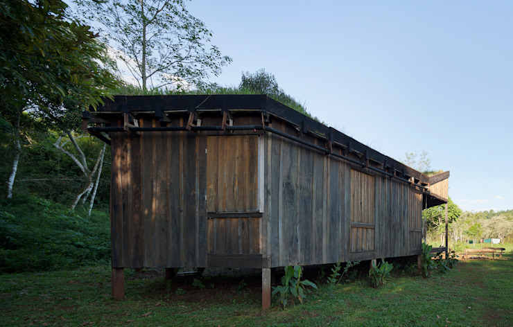 Country style house by IR arquitectura Country Solid Wood Multicolored