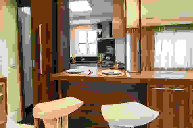 Sala Jantar integrada com a Cozinha Salas de jantar modernas por LC ARQUITETURA Moderno