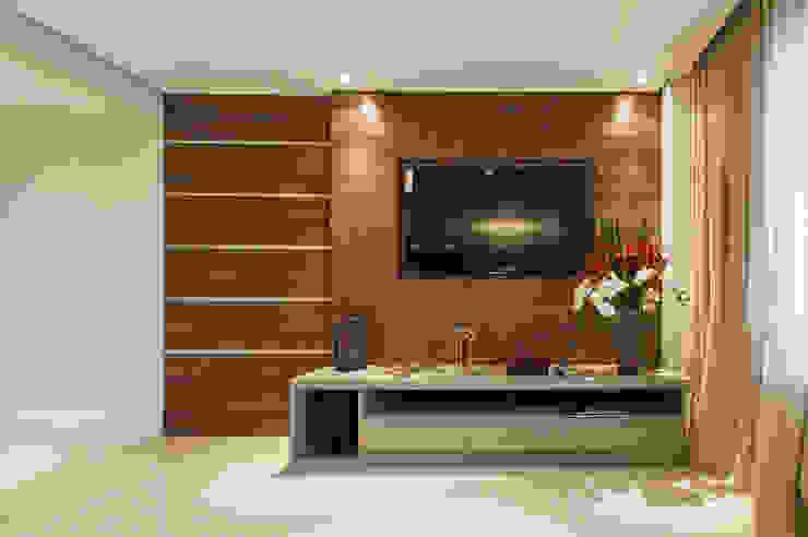Sala TV Salas de estar modernas por LC ARQUITETURA Moderno