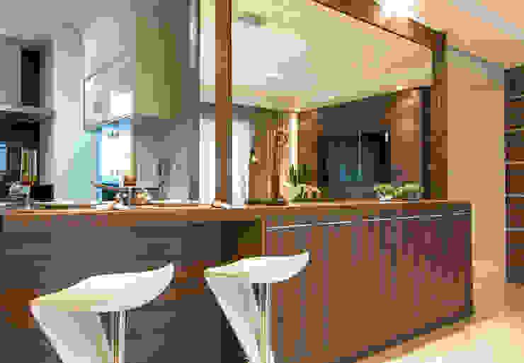 Sala Salas de estar modernas por LC ARQUITETURA Moderno