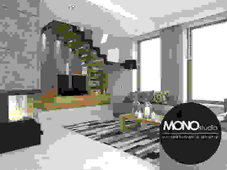 Nowoczesna minimalistyczna kuchnia w jasnej tonacji . Nowoczesny salon od MONOstudio Nowoczesny Kompozyt drewna i tworzywa sztucznego