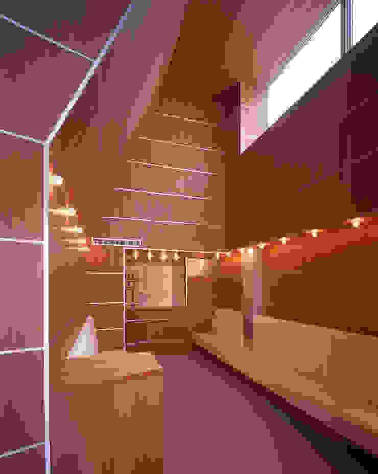 斎田邸&医院/ Saida house & clinic モダンデザインの 多目的室 の Guen BERTHEAU-SUZUKI Co.,Ltd. モダン