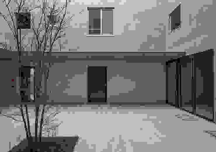 LOOP・大きな中庭を囲むアパート: 大野アトリエが手掛けた現代のです。,モダン