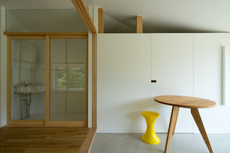 Eclectic style corridor, hallway & stairs by Smart Running一級建築士事務所 Eclectic