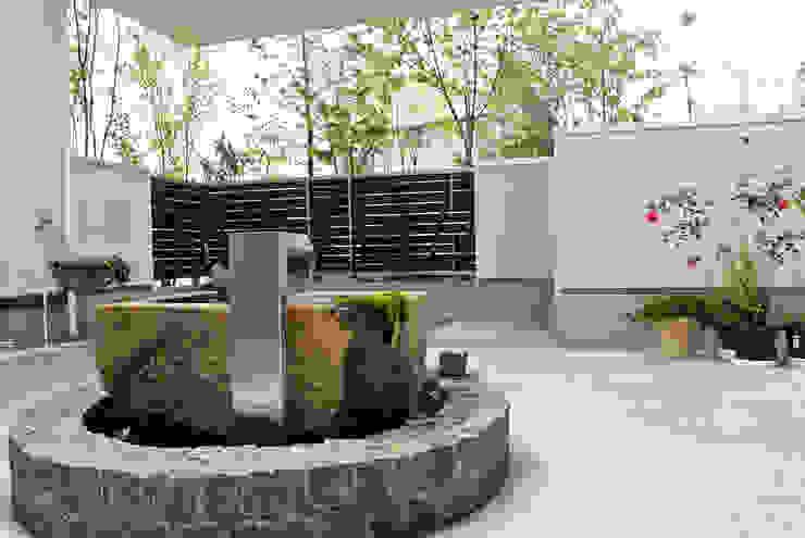 工場をリノベーションした住宅: 株式会社万有設計が手掛けた現代のです。,モダン