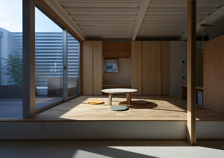Modern dining room by 大野アトリエ Modern Wood Wood effect