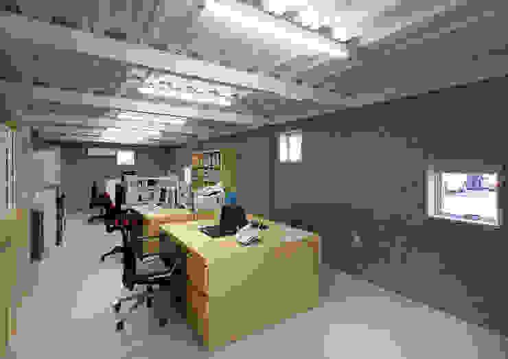 Bureau moderne par 大野アトリエ Moderne