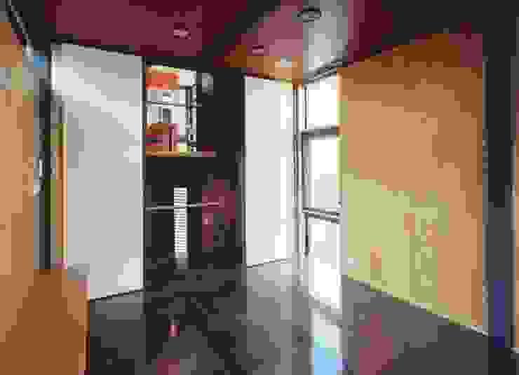 リビング ミニマルデザインの リビング の 有限会社 高橋建築研究所 ミニマル 合板(ベニヤ板)