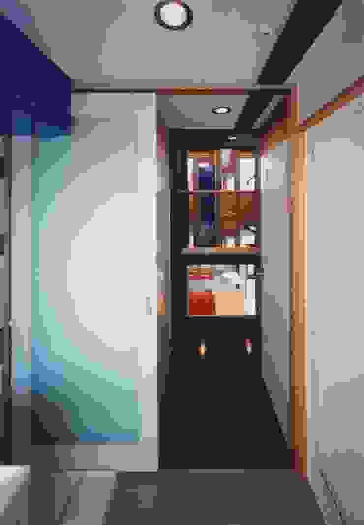 ユーティリティー。 ミニマルスタイルの お風呂・バスルーム の 有限会社 高橋建築研究所 ミニマル 合板(ベニヤ板)