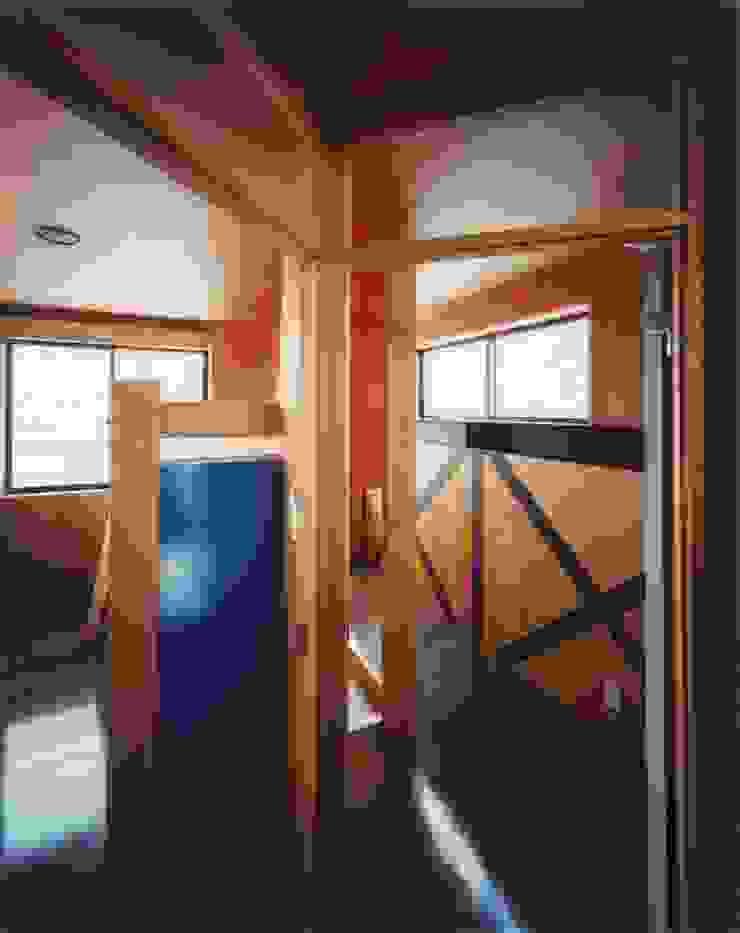 子供室 ミニマルスタイルの 子供部屋 の 有限会社 高橋建築研究所 ミニマル 合板(ベニヤ板)