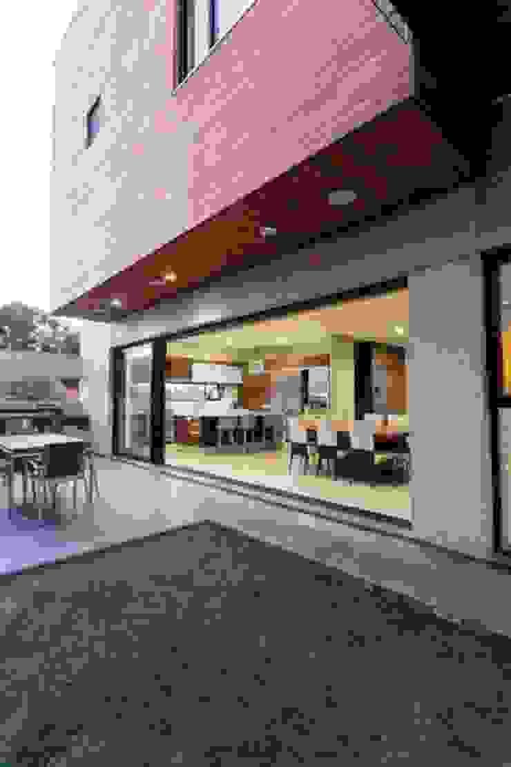 Casa Z Jardines modernos de Guillot Arquitectos Moderno