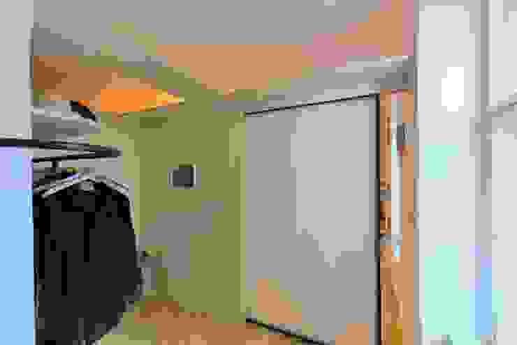 Hành lang, sảnh & cầu thang phong cách tối giản bởi allmermacke Tối giản Sắt / thép