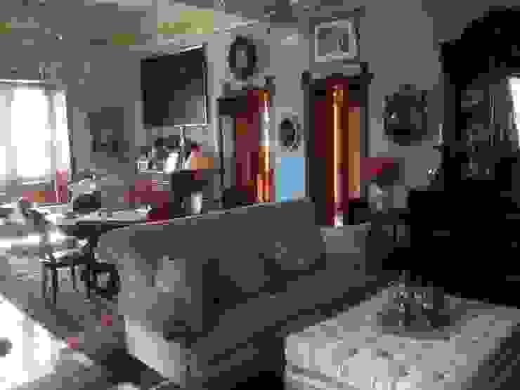 Villa Carrozza Soggiorno classico di SM Studio - Stracuzzi & Manno Classico