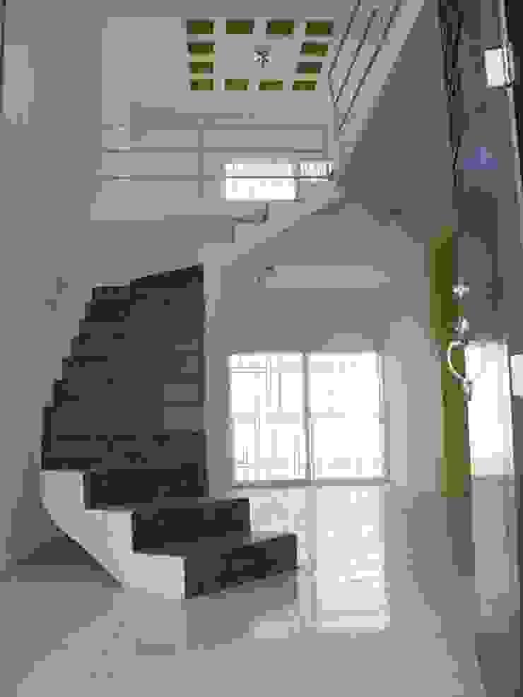 Casa PS Pasillos, vestíbulos y escaleras modernos de DESIGNA arquitectos Moderno