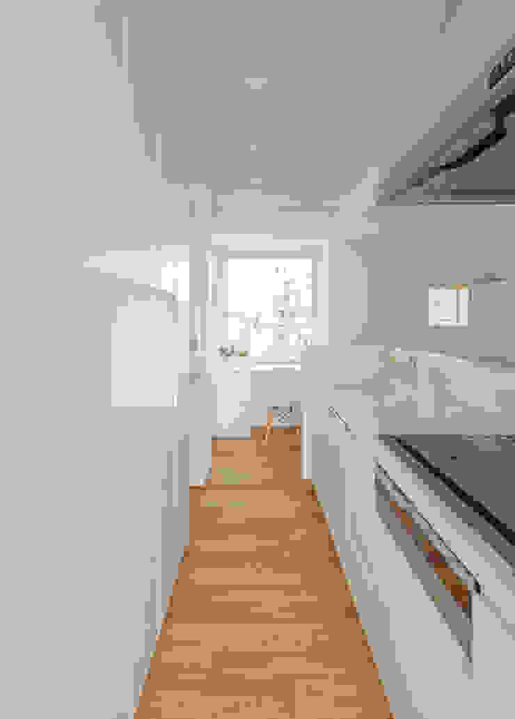 N house: 株式会社K&T一級建築士事務所が手掛けた現代のです。,モダン 木材・プラスチック複合ボード
