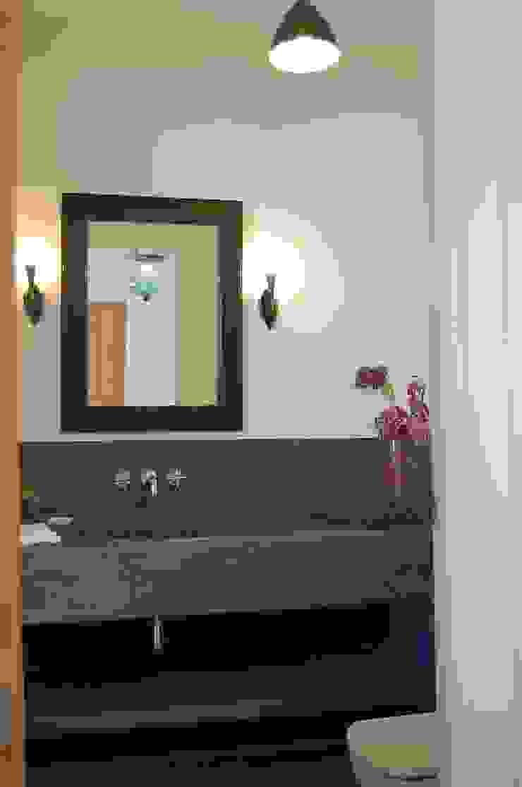 Alen y Calche S.L. Mediterranean style bathrooms