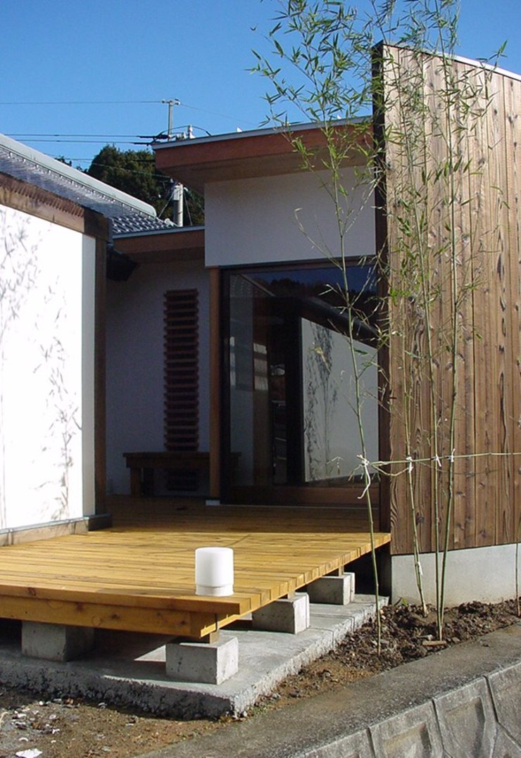 Modern Houses by 松永鉄快建築事務所 Modern Solid Wood Multicolored