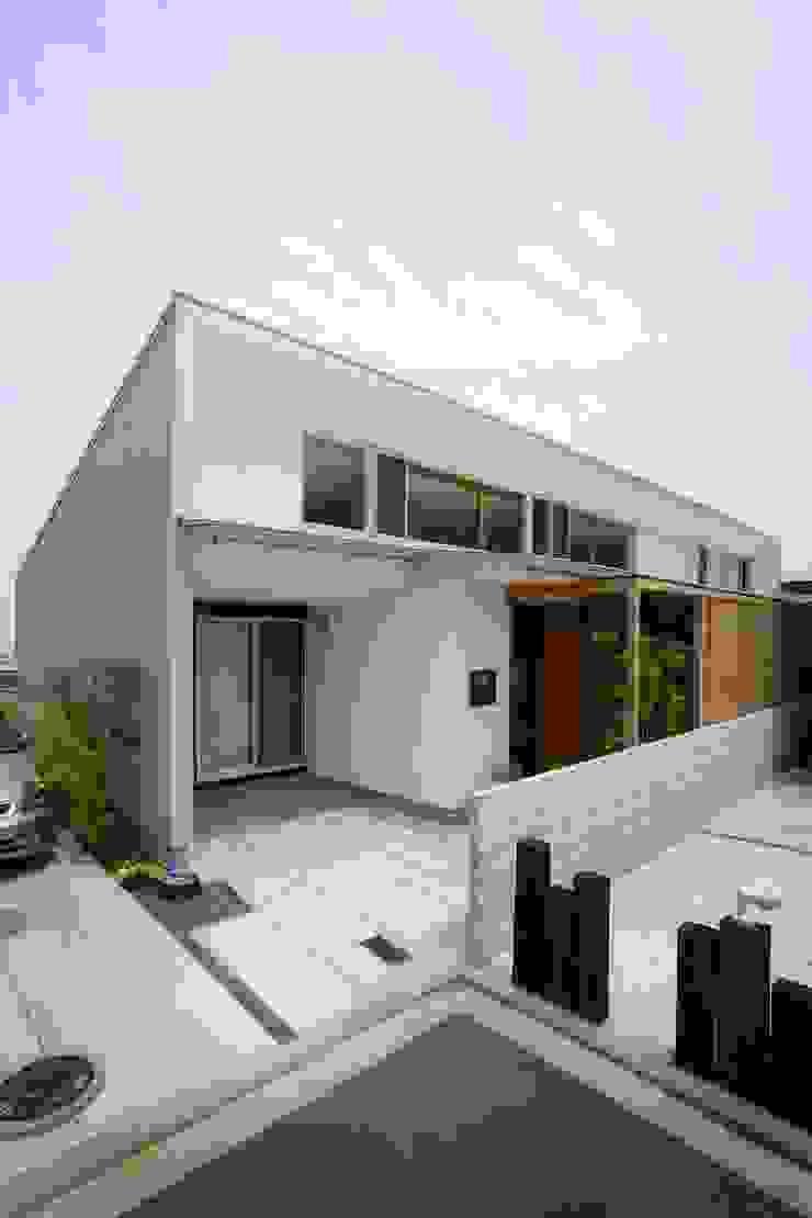 松永鉄快建築事務所 Casas modernas Madera maciza Acabado en madera