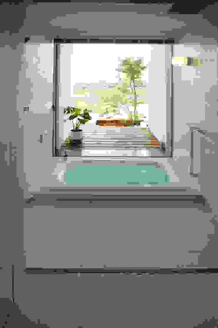 郷風-Satoburi- モダンスタイルの お風呂 の 松永鉄快建築事務所 モダン タイル