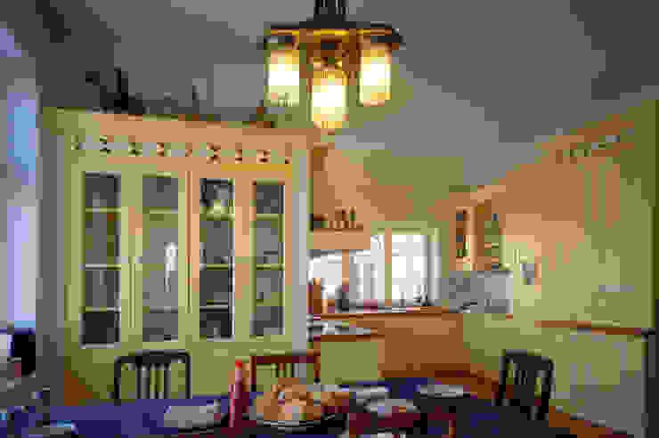 Grafick sp. z o. o. Cocinas de estilo clásico Madera Amarillo