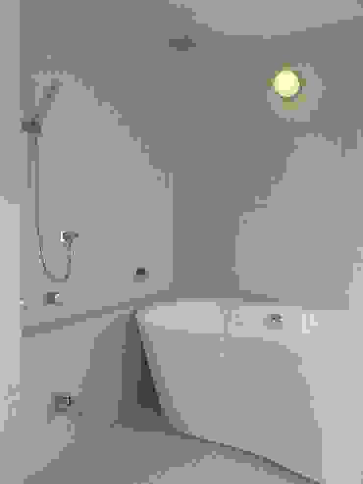 古照の家-kodera no ie- モダンスタイルの お風呂 の 松永鉄快建築事務所 モダン タイル