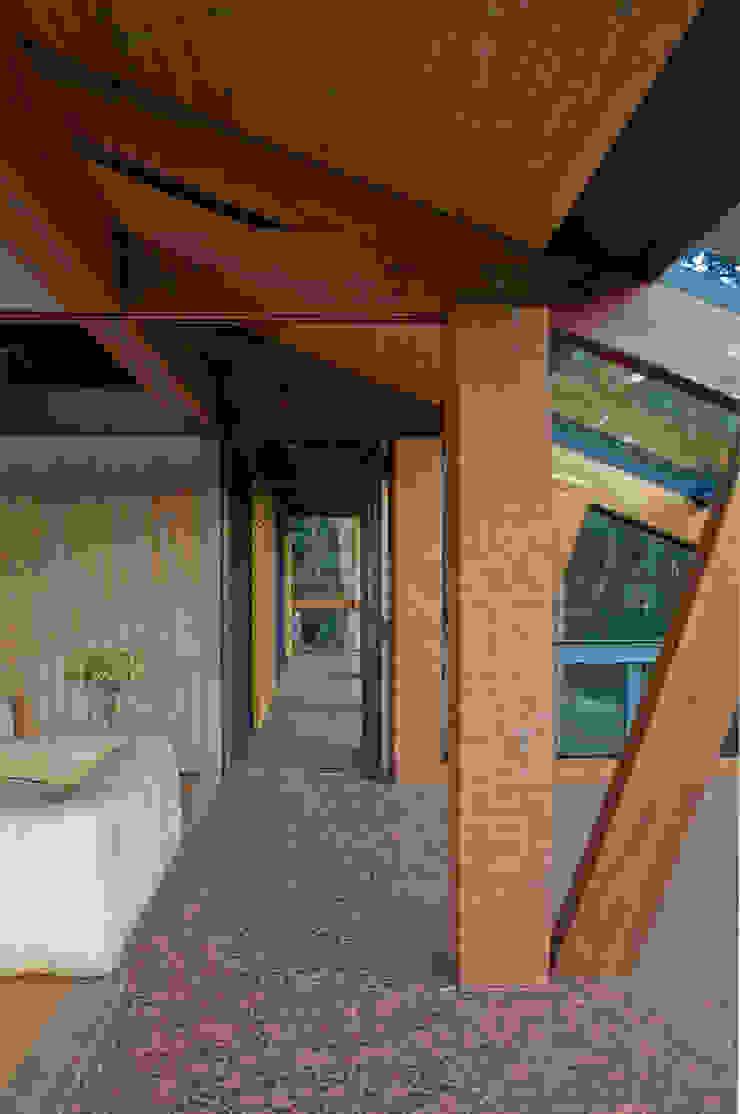 Detalhe dos terraços Casas modernas por Carlos Bratke Arquiteto Moderno