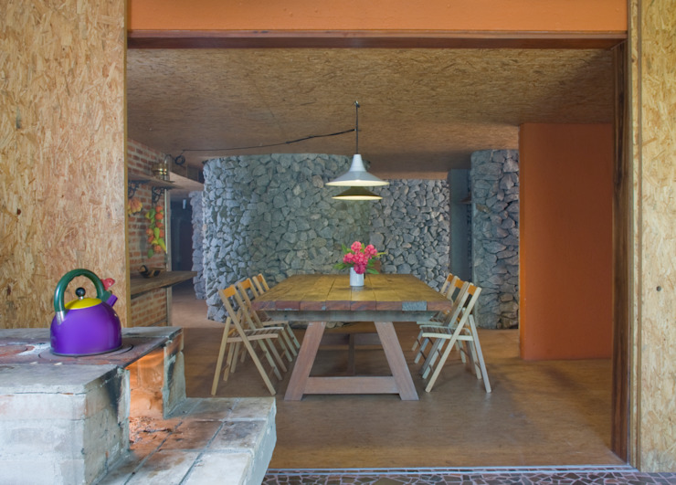Dining room by Carlos Bratke Arquiteto , Modern