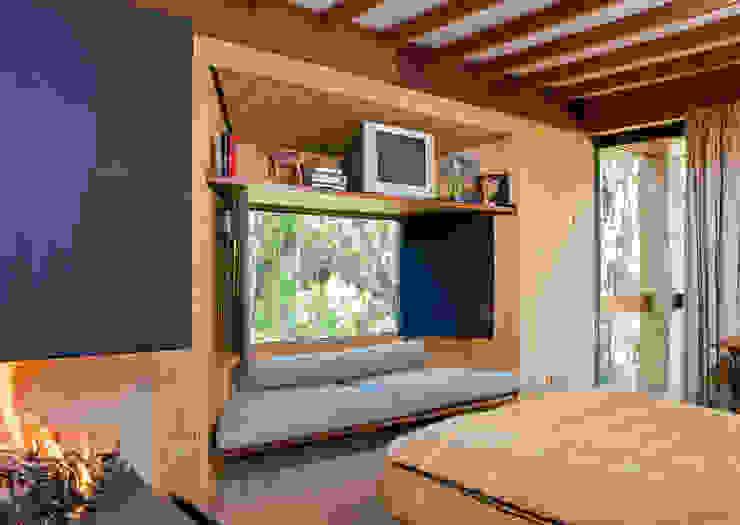 Bedroom by Carlos Bratke Arquiteto , Modern